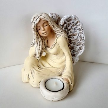 Der sitzende Engel