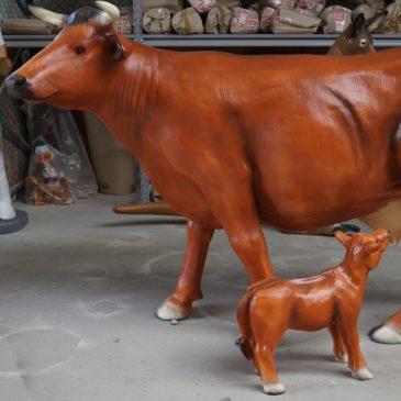 Die Kuh mit Kälbchen