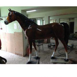 Das lackierte Pferd