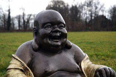 sitzender buddha plastikfiguren gartenfiguren dekofiguren